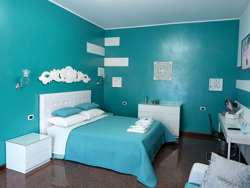 Features and prices of rooms and suite at B&B Rho City